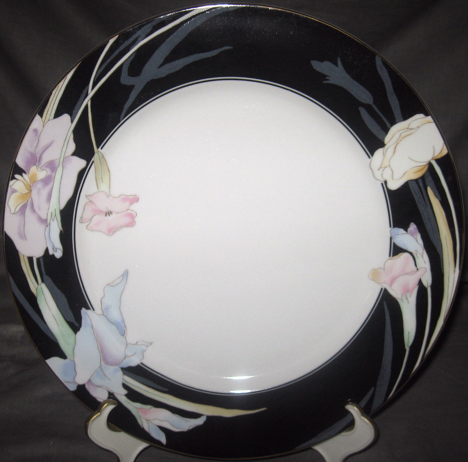 Mikasa Charisma-Black Cake Plate